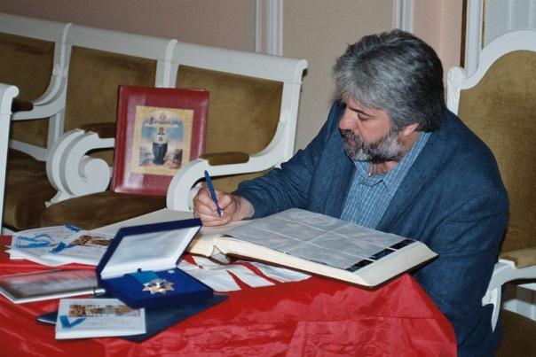 Делегаты миротворческого конгресса пишут мирные пожелания.