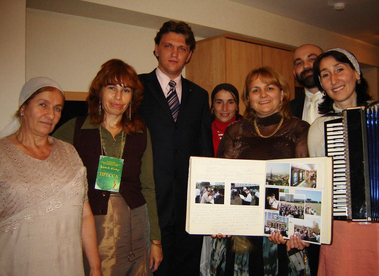11 сентября 2007 года -вокальное трио Жовхар, Аминат Белаева - руководитель, Луиза Эльжуркаева, Хадижат Асхабова, Чеченская Республика