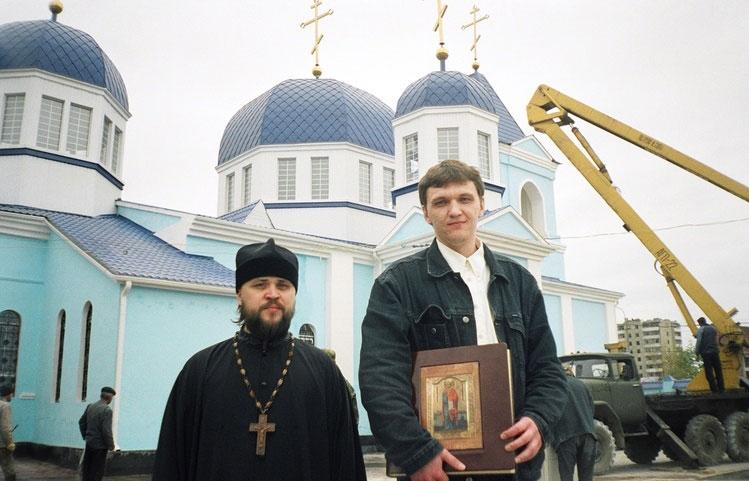 21 апреля 2006 года. Сергей Бугаев и иеромонах Варлаам, настоятель храма Архангела Михаила, г. Грозный