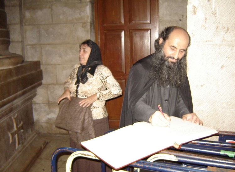 8 июля 2007 года. Протоиерей Виктор духовник из Горнего монастыря в Иерусалиме и матушка Татиана, ночная литургия у Гроба Господня