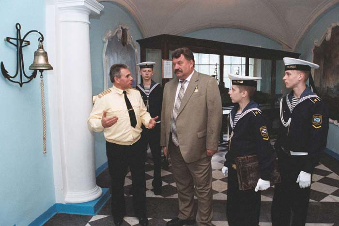 19.05.2006 Валерий Иванович Анненко, Николай Васильевич Довбешко и нахимовцы