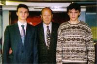 """7 ноября 2001 года. Контр-адмирал Лев Чернавин с братьями Бугаевыми на крейсере """"Аврора"""""""